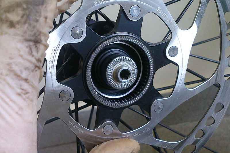 Установите ротор, если он имеется.